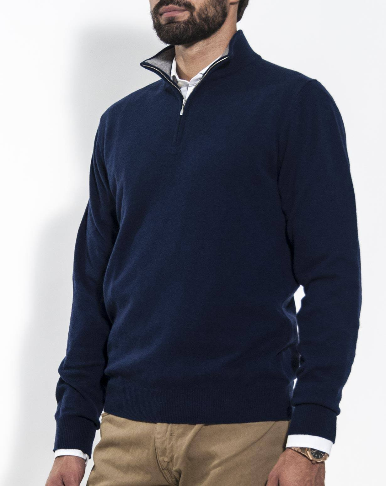 The Men's Contrast Piping Half-Zip Sweater is the warm, work-wear sweater that your staff will thank you for. It has just the right level of heat retention and softness that offers warmth without risking overheating and sweating.