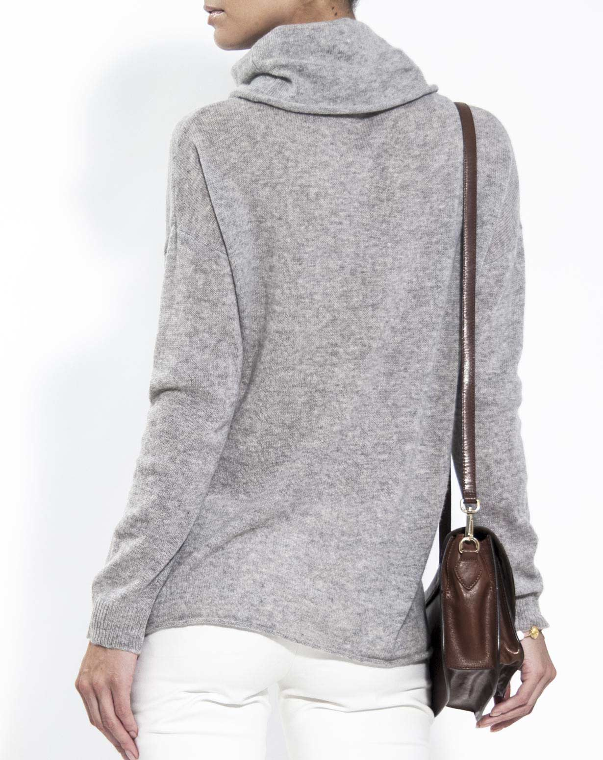 Oversized Cashmere Turtleneck Sweater | MaisonCashmere