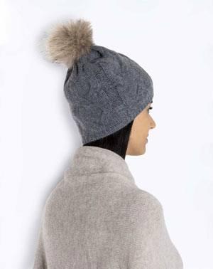 Mütze mit Echtfell-Bommel aus 100% Cashmere